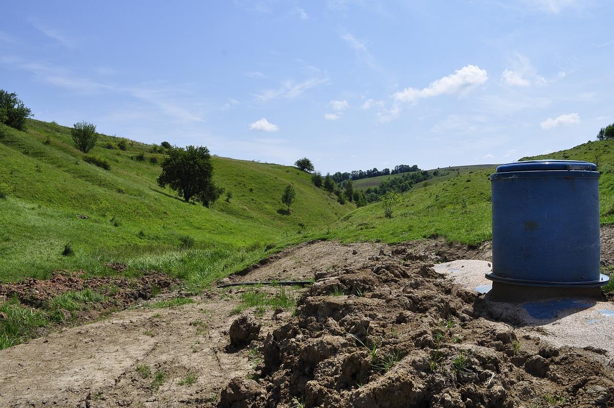 Bazin de apa Bedeciu, Manastireni