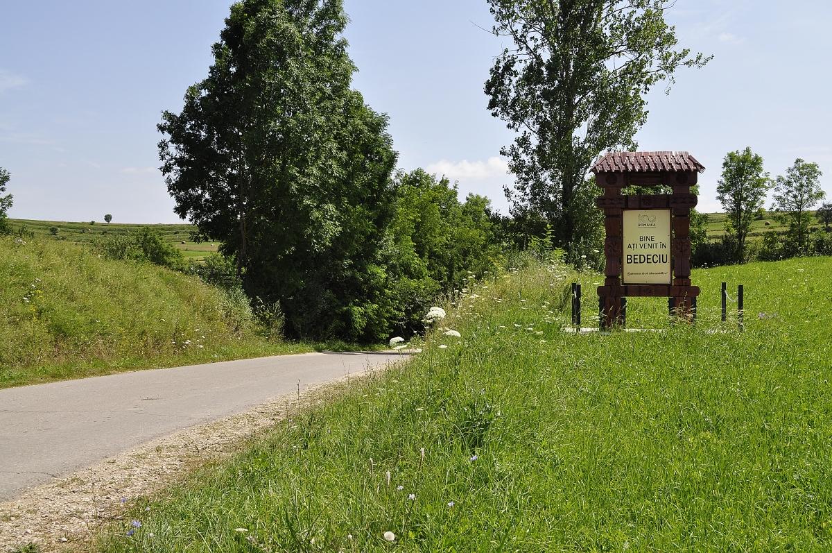 Intrare sat Bedeciu Manastireni